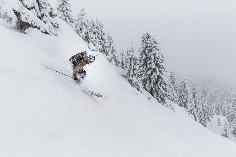 photo de Valentin Delluc en ski dans la poudreuse à Avoriaz