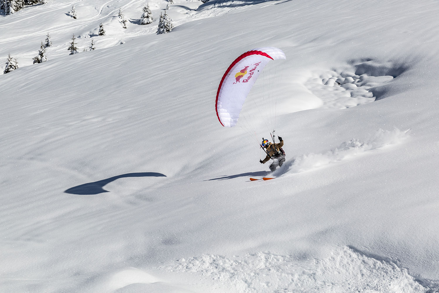 Photo de Valentin Delluc se posant sur la neige à Avoriaz en speed riding