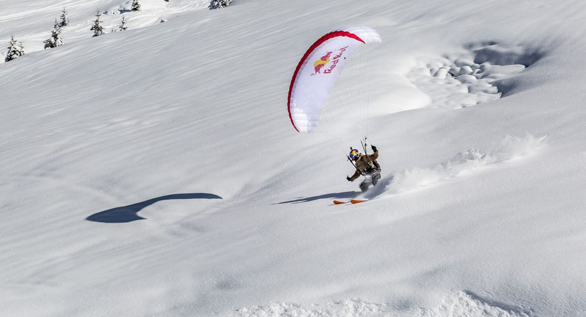 Photo de Valentin Delluc se posant sur la neige à Avoriaz en speed riding